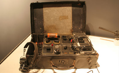 SOE Suitcase Radio